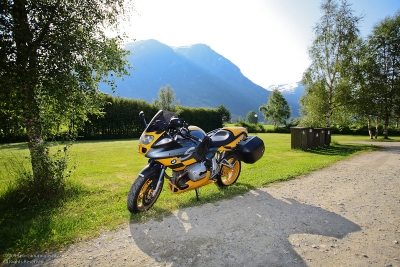 throttlemeister's R1100S called 'Bumble Bee', somewhere not in the Netherlands ;-)