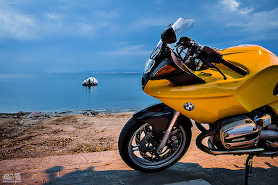 Great picture of a BMW R1100S (c) 2014 by Pan Tsoutsas. (Click on the picture to see it in full glory on Flickr)